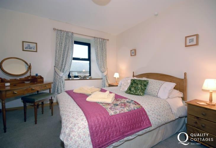 North Pembrokeshire coastal cottage - master bedroom