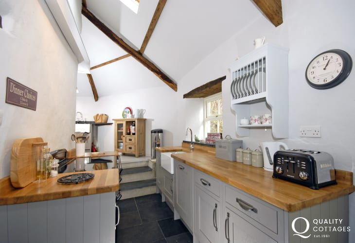 Self catering Pembrokeshire - modern kitchen with butler sink