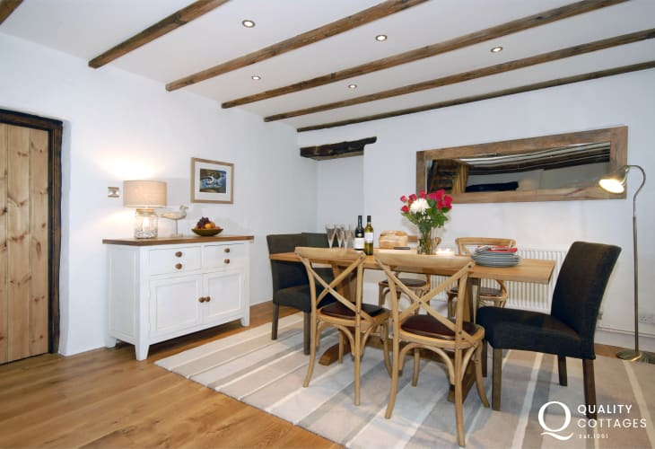 St Davids self catering cottage with open plan dining area