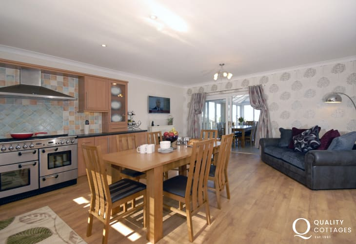 Self-catering Pembrokeshire - luxury kitchen with range cooker