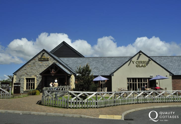 Y Cerrig Glas in Pembroke Dock is a family-friendly pub serving an extensive menu