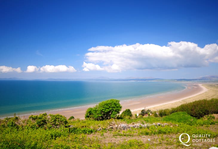 North Wales large holiday cottage with spectacular coastal views overlooking Harlech Beach, South Snowdonia.