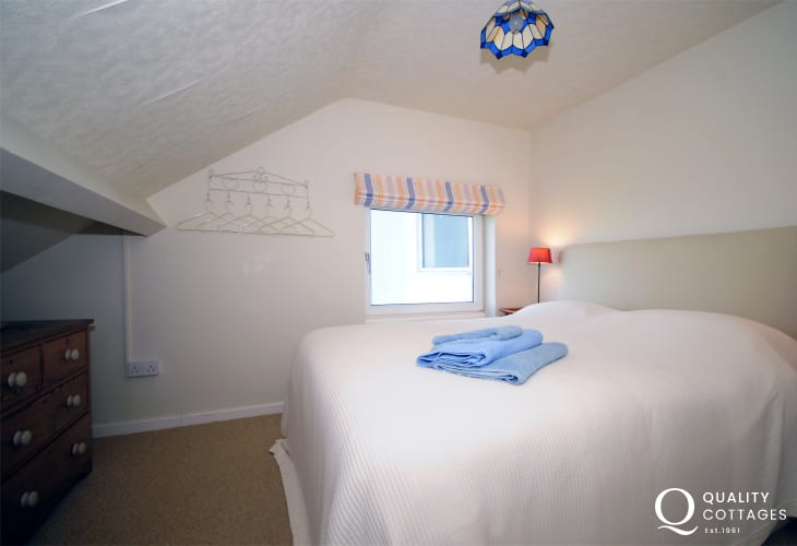 Harlech large coastal holiday cottage in North Wales - double bedroom.