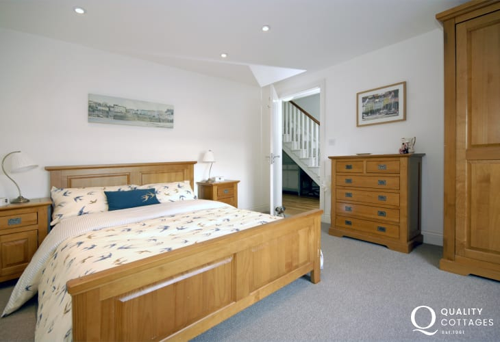 Pembrokeshire waterside home sleeps 6 - double with river views