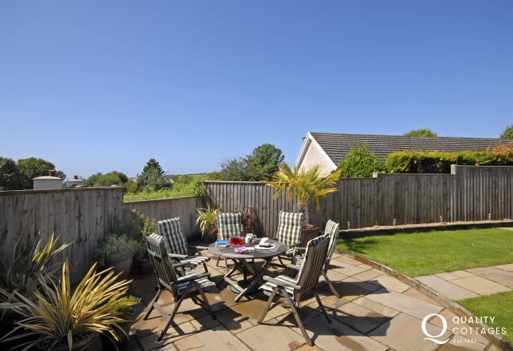 Pembrokeshire coastal cottage with private patio garden and sea views