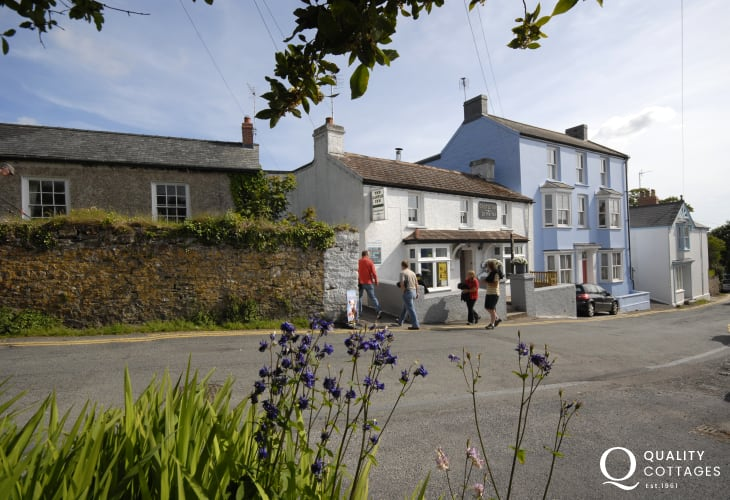 For a friendly locals pub, with good bar food, try the Castle Inn just a 5 minute walk from The Retreat