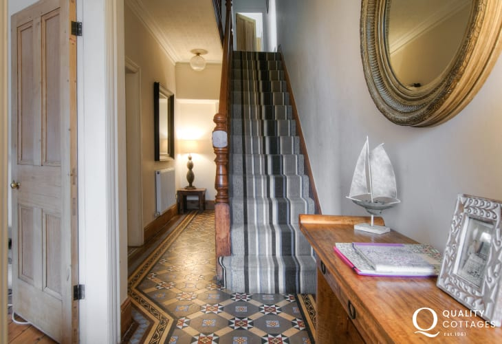 Large holiday house on the North Wales coast and Llyn Peninsula sleeping 11 people - entrance hallway.