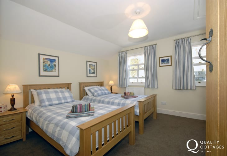Coastal Pembrokeshire cottage sleeping 6 - twin