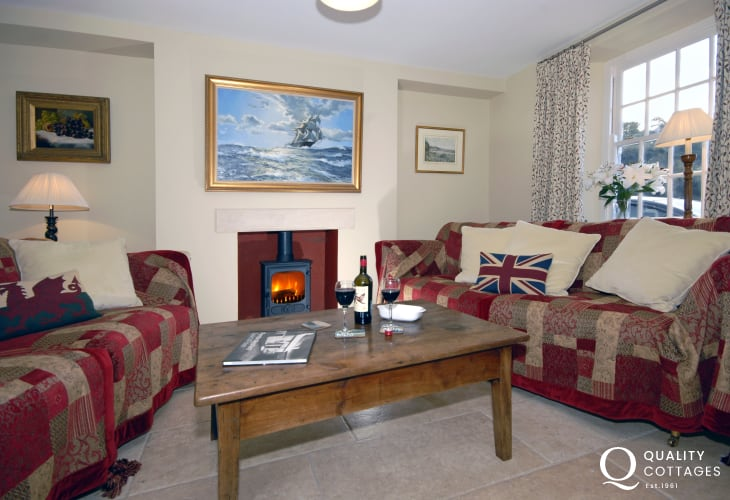 Newport coastal holiday cottage - snug with wood burner