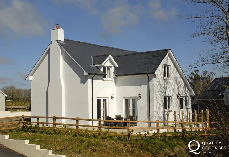 Pembrokeshire spacious family holiday home near the coast - dogs welcome