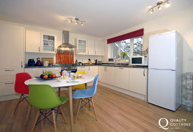 Self catering Pembrokeshire - luxury fitted kitchen open plan kitchen/dining area