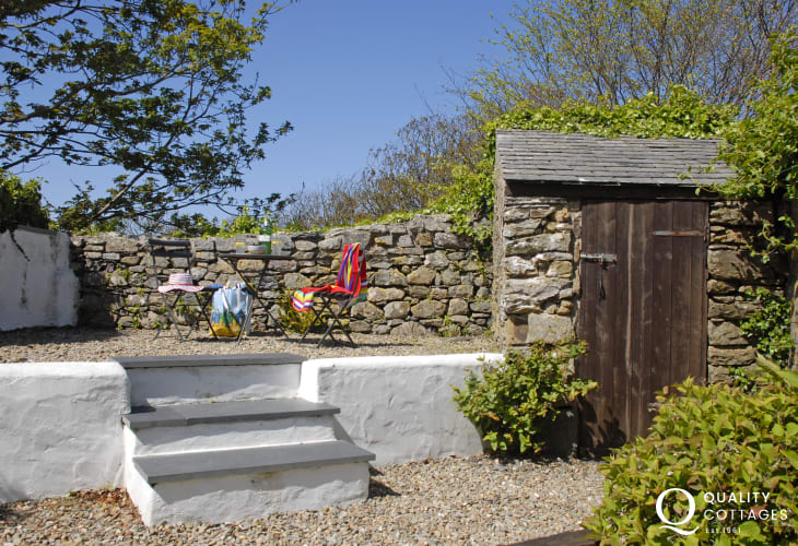 St Davids holiday home with enclosed rear garden - pets welcome