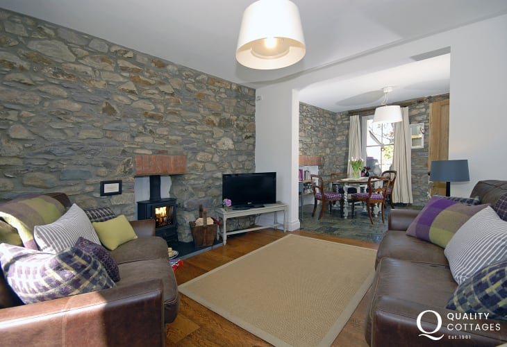 North Pembrokeshire Holiday Cottage - open plan lounge/dining room