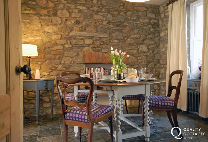 North Pembrokeshire holiday cottage - cosy dining area