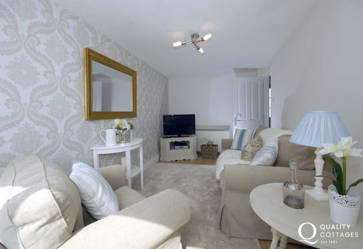South Pembrokeshire holiday cottage for two - sitting room