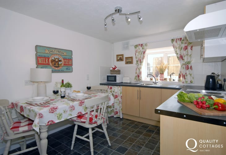 Self catering South Pembrokeshire - modern kitchen/diner