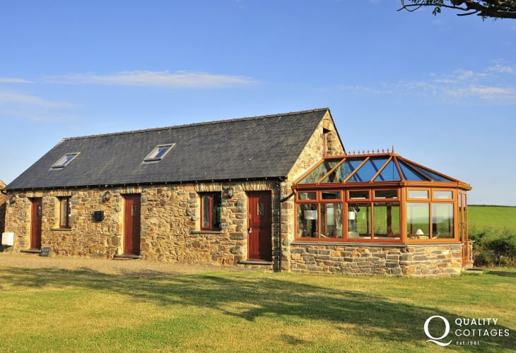 Pembrokeshire coastal holiday cottage with scenic views and a lock-up shed for bikes or surfboards for storage.