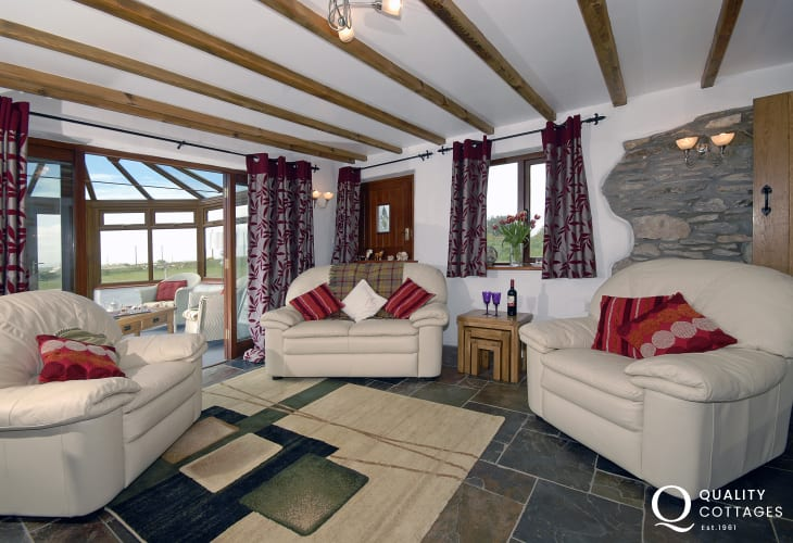 Porthgain, Pembrokeshire holiday cottage - open plan sitting room with conservatory