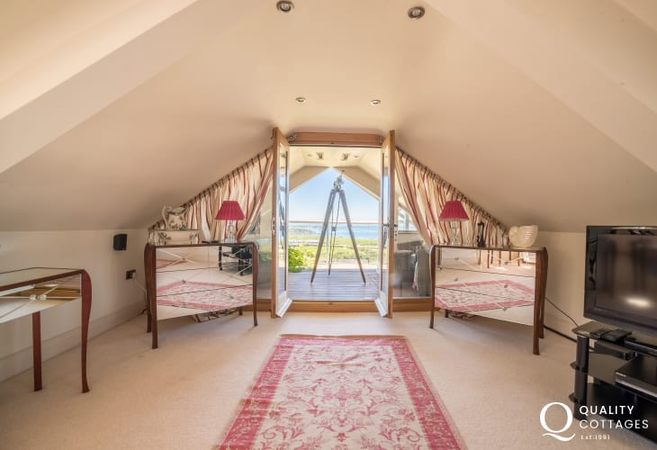 Luxury cottage wales with sea view wales - 1st floor double bedroom