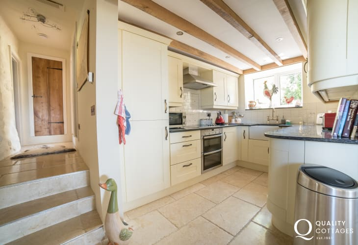 Llyn peninsula holiday cottage with hot tub -  kitchen