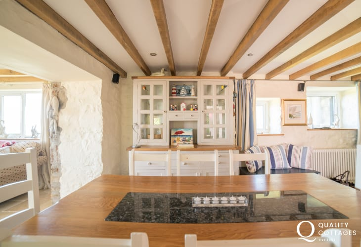 Hot tub cottage with sea views - dinning room
