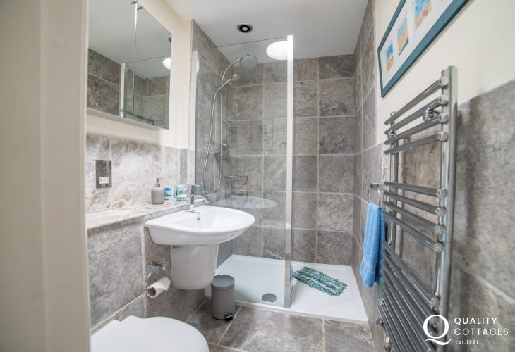 Cottage by the sea Wales - double ensuite