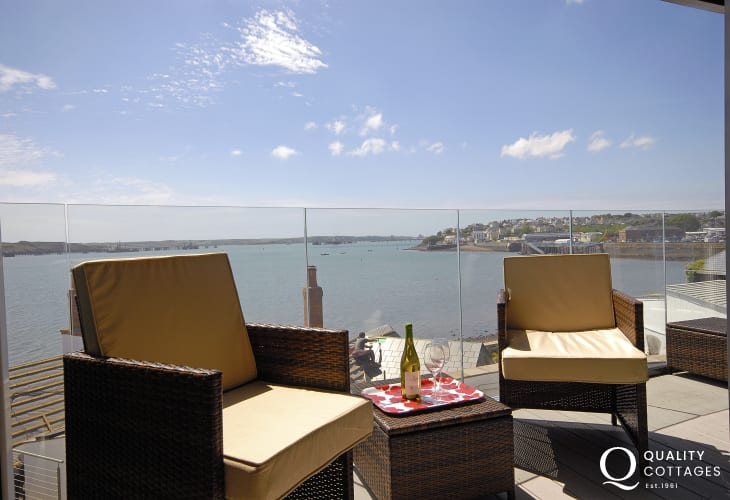 Enjoy fabulous panoramic views over the Haven Waterway from this luxury second floor apartment