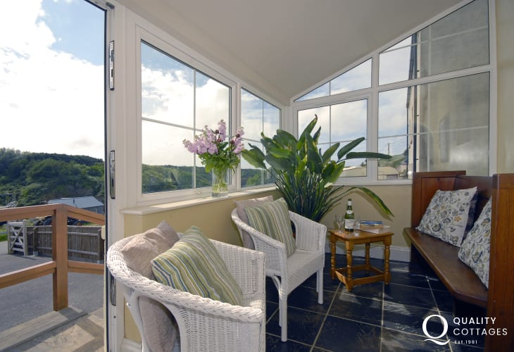 Porthgain house for rent - sunroom overlooking the harbour