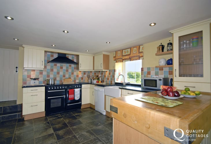 Self-catering Porthgain - luxury fitted kitchen area