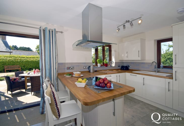 Stackpole Pembrokeshire self-catering cottage with modern kitchen/diner