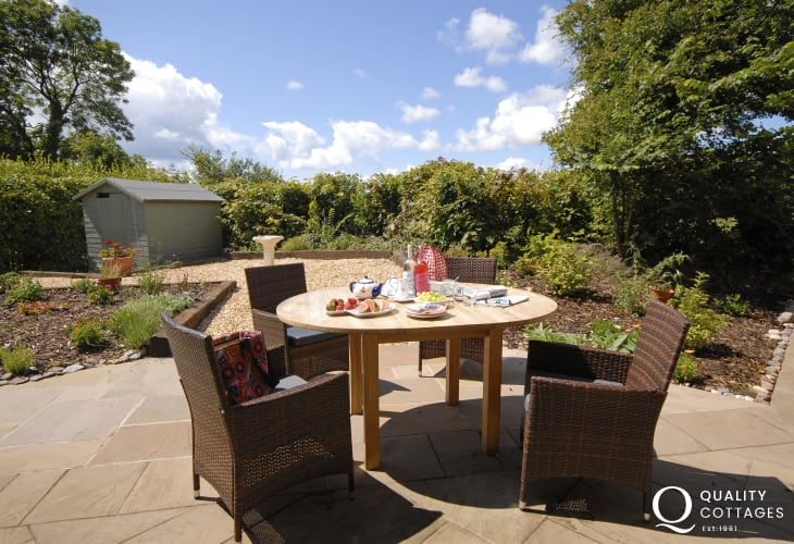 Holiday cottage Bosherston - private sheltered patio