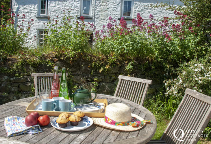 Alfresco dining in the gardens of the Solva holiday cottage