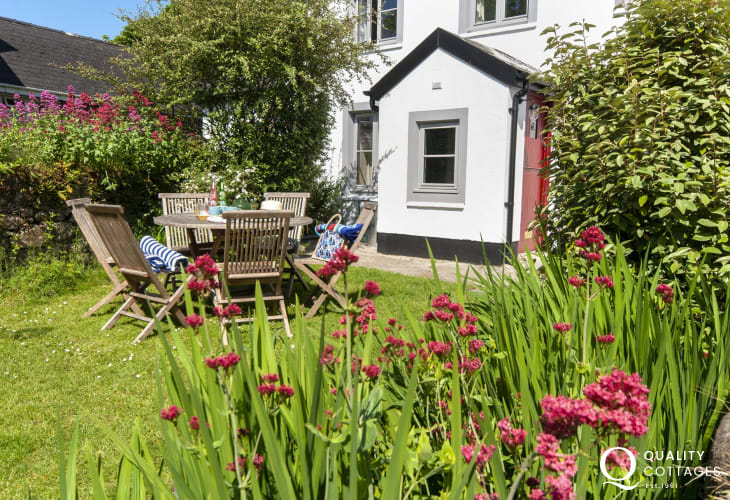 North Pembrokeshire - coastal holiday cottage with sunny garden