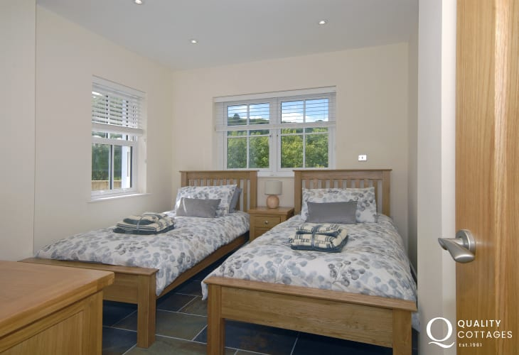 North Pembrokeshire holiday cottage sleeping 4 - ground floor twin