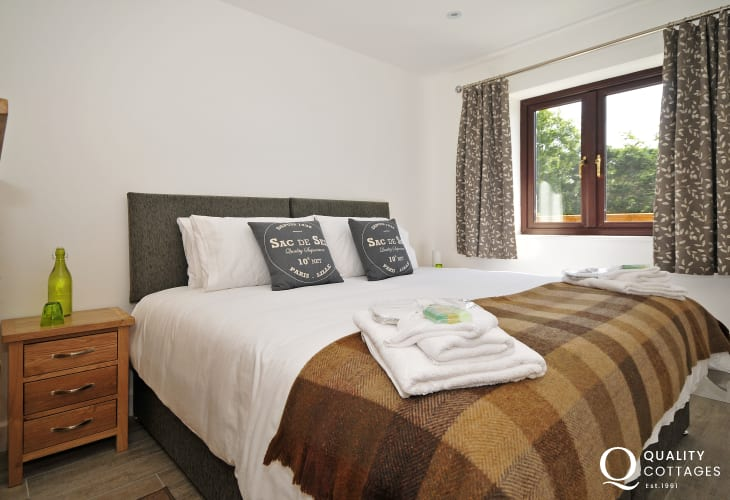 Aberffraw holiday cottage- bedroom