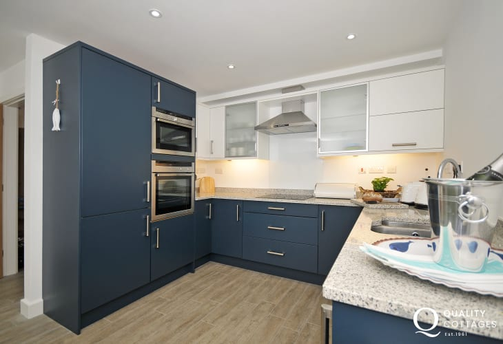 Aberffraw holiday house - kitchen