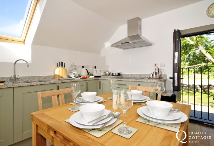 Aberffraw holiday cottage - dining