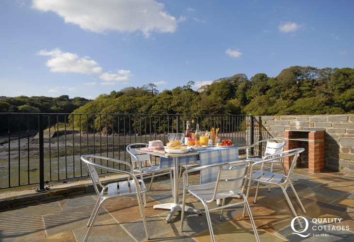 Pet friendly holiday home overlooking the Haven Secret Waterway - private terrace