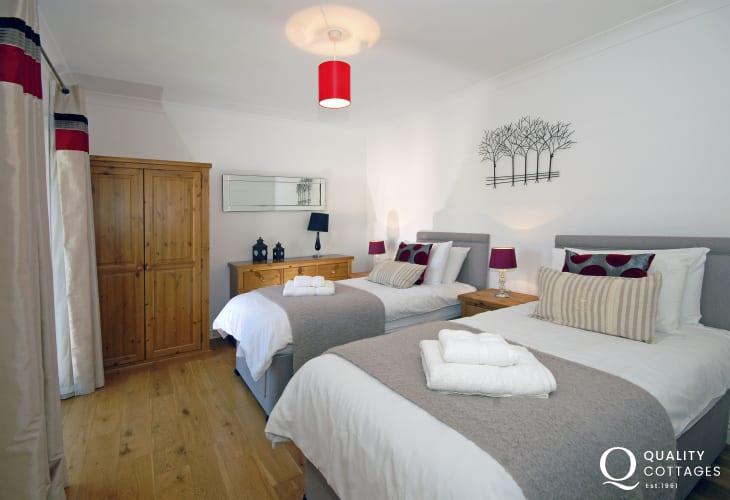 Luxury Pembrokeshire river side home sleeping 6 - twin bedroom