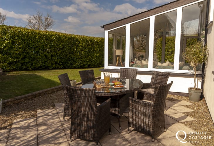 South Pembrokeshire holiday cottage with private patio and enclosed garden