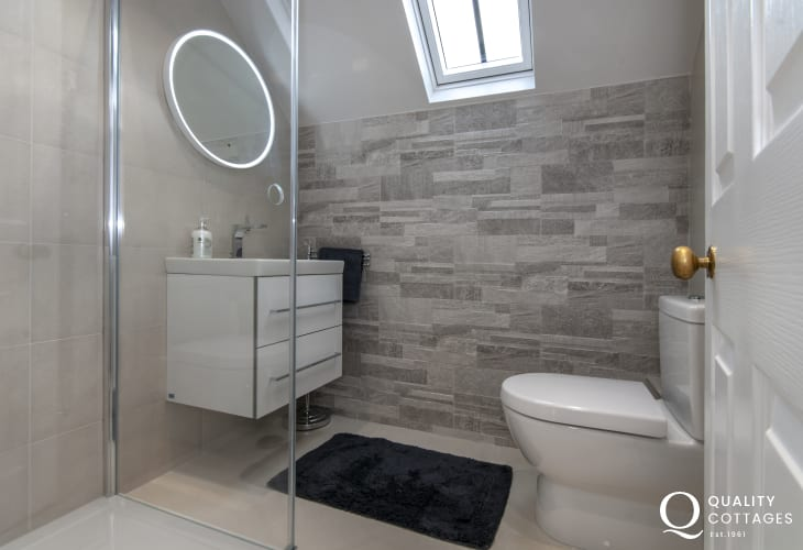 Pembrokeshire holiday home - family shower room