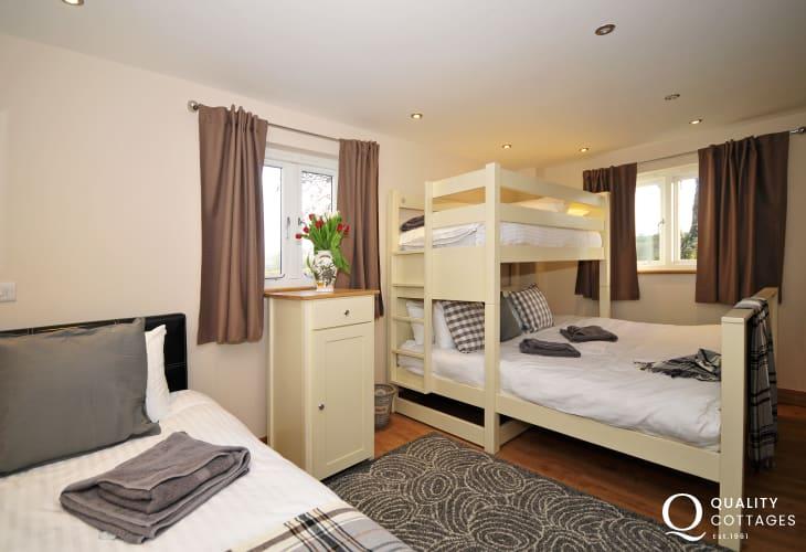 Holiday house sleeping 25 UK - bedroom