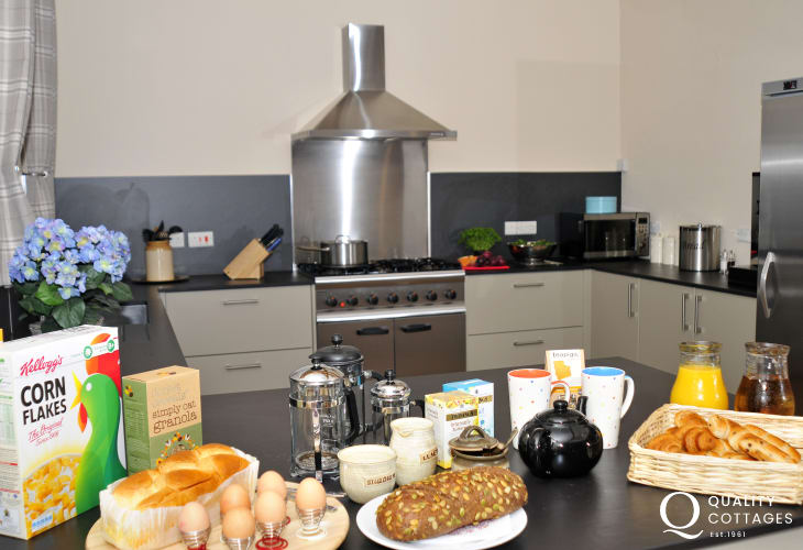 Wedding venue Wales sleeping 25 - kitchen