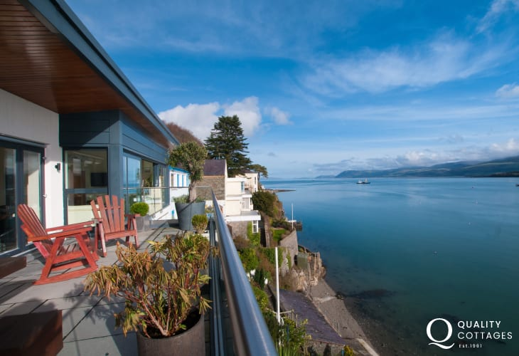 Menai strait holiday house - balcony