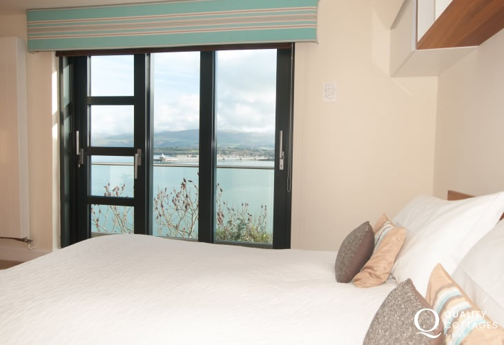 Menai strait holiday cottage - bedroom