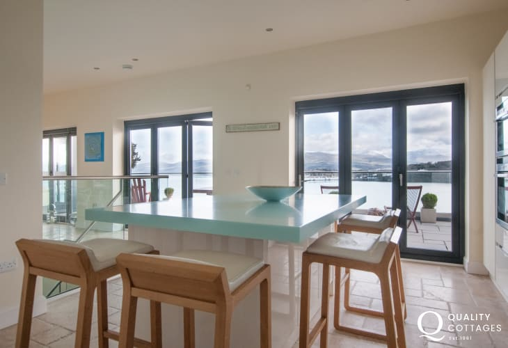 Anglesey luxury holiday house - kitchen