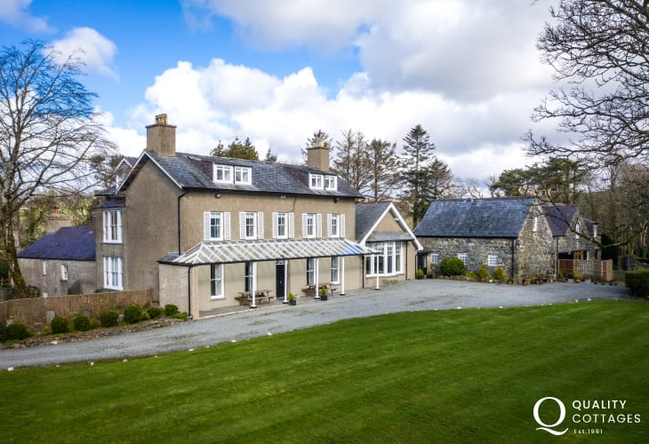 Exterior Aerial view of Plas Bryn Hir, Criccieth holiday home