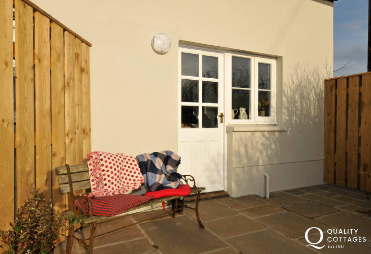 Luxury cottage on the coast Pembrokeshire - patio