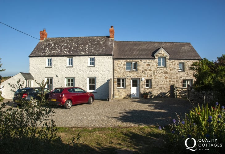 St Davids holiday cottage near Whitesands - pets welcome