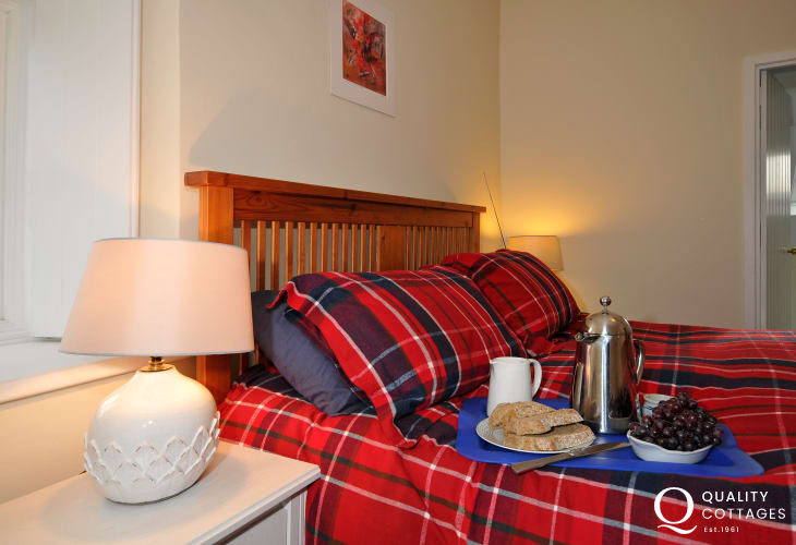 Whitesands holiday cottage - bedroom